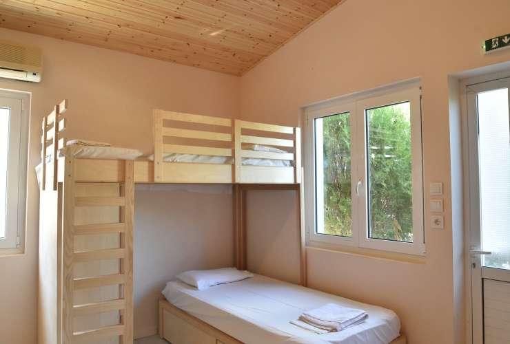 3 - 6 bed room