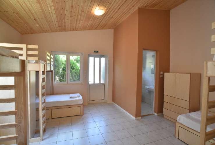 3 - 6 bed room