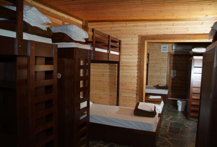 6 - 8 bed room