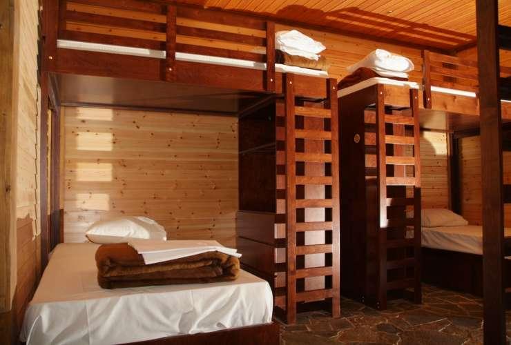 6 - 8 bed room