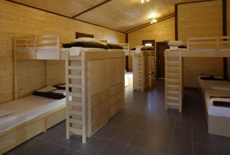 8 - 16 bed room